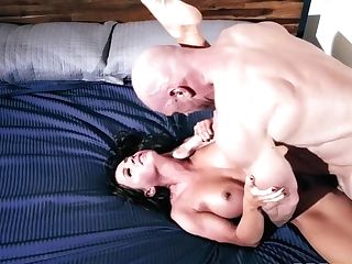Abigail Mac And Johnny Sins - Escaped Convict Abigail Longing For A Saucy Pecker